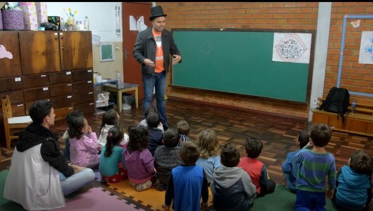 Projeto Dom Caixote sai da Unicentro e vai para as escolas